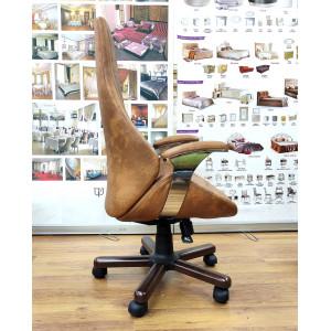 Кресло Адриан с подлокотниками на пятилучье с деревянными накладками